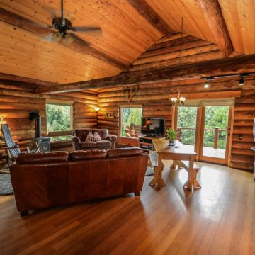 Top Benefits Home Owners Get From Professionally Polished Wooden Floors