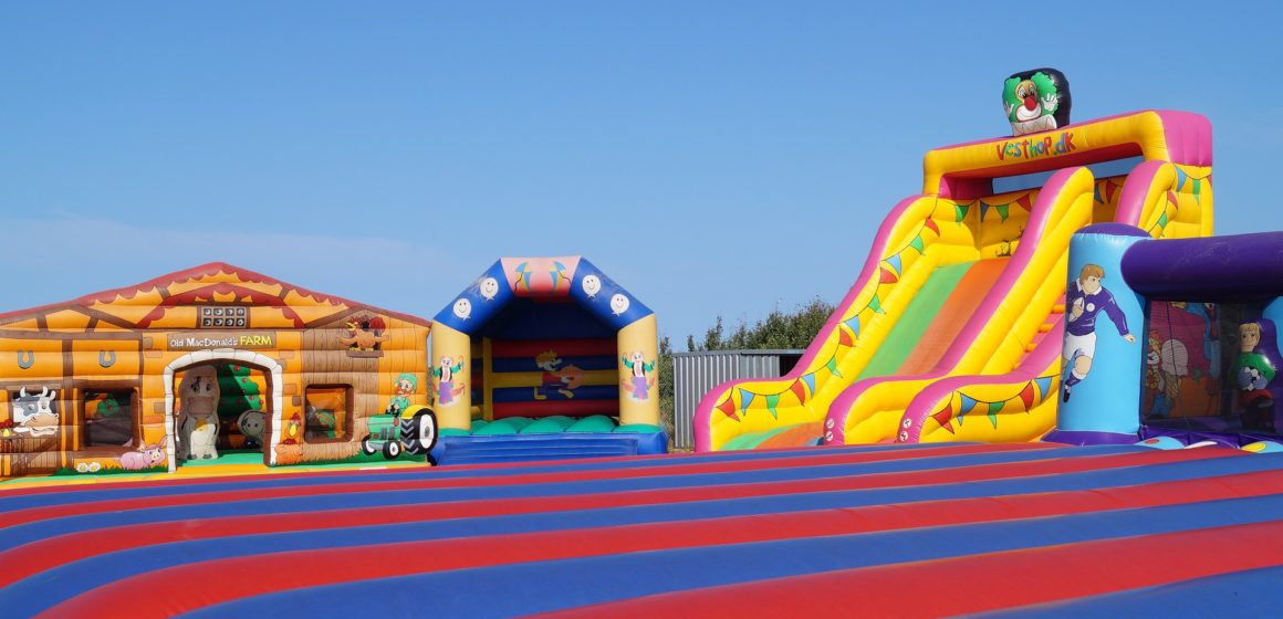 5 Tips for Renting a Bouncy Castle for Your Kid