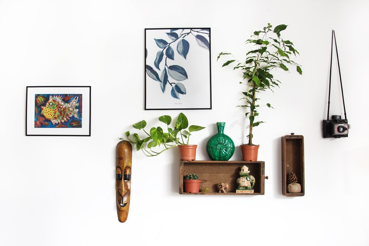 Hey! It's Possible — Decorate Your Walls Without Damaging Them!