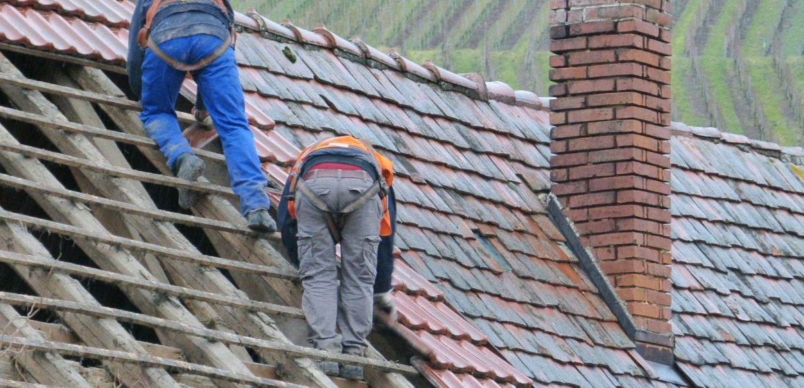 8 Warning Signs From Above Saying You Need a Roof Repair Immediately!